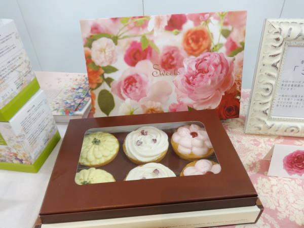 日比谷花壇のお花のスイーツ「花咲くローズカップタルト」