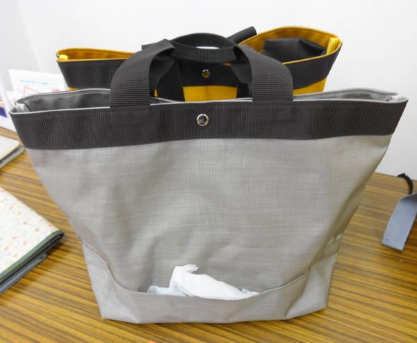 ティッシュを箱ごと持って外出できるトートバッグ