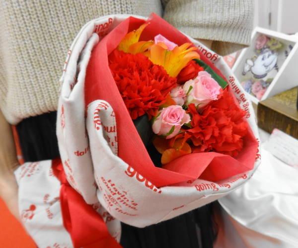 日比谷花壇の『ディスニー エプロンブーケ「サンキュー ミッキー」』